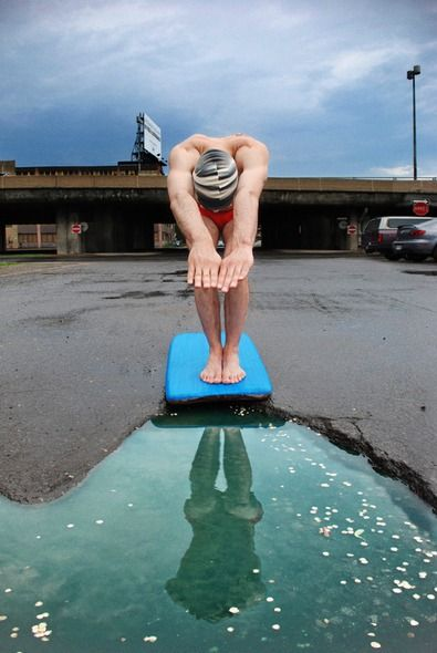 Photographers Find Creative Ways to Deal With Irritating Potholes - Diver, Avenue Musset, Montreal.