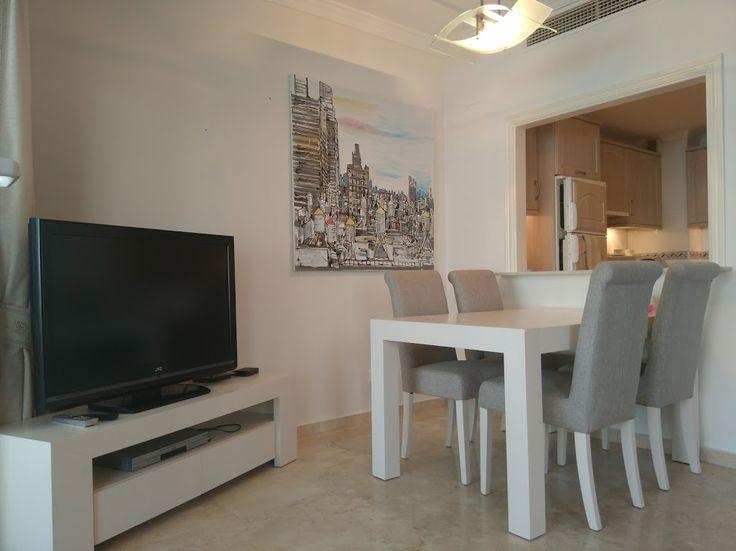 Woonkamer eetkamer vakantie appartement Jazmin 4 personen Miraflores Marbella Spanje (2)
