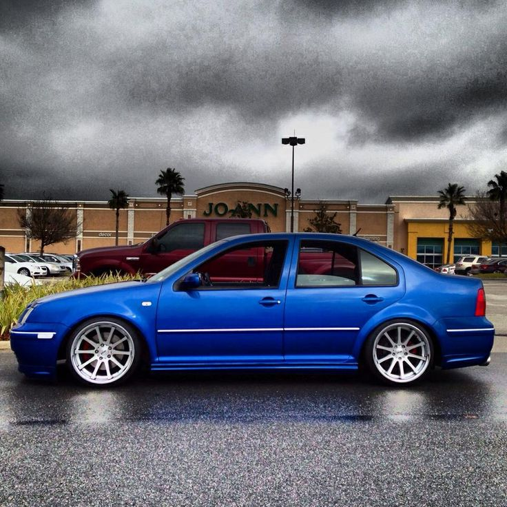 Lowered Mk4 R32: Lowered Mk4 GLI TSW Wheels