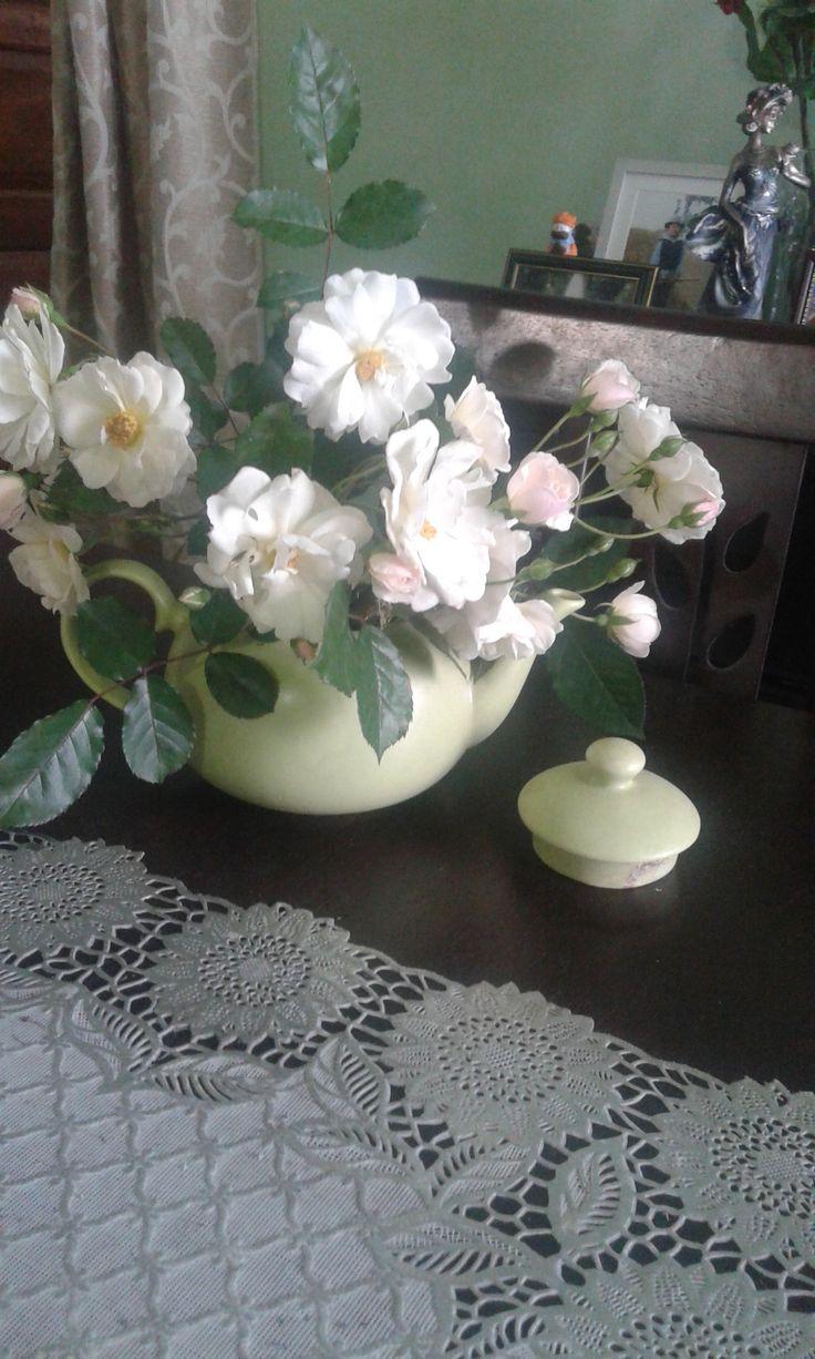 dinning table victorain style