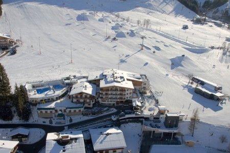 Články na lyžařském portále SNOW.CZ na téma Lyžařské oblasti. Čtěte celý článek Tipy: dětské hotely přímo na sjezdovce