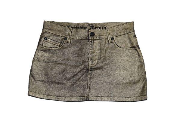 Minifalda tejana Corleone de color negro y dorado. Cierre de botón y cremallera. Cintura con trabillas, tres bolsillos delanteros y dos traseros.