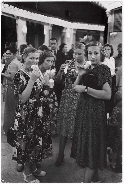 Eating ice cream at the Moscow circus. Photo by Henri Cartier-Bresson.