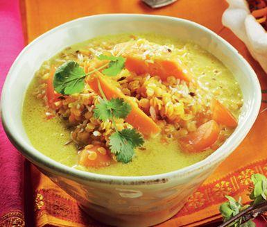 En favorit från det indiska köket. Kokosmjölken förhöjer smaken. En närande soppa som lyser upp i vintermörkret. Perfekt som bjudmat.