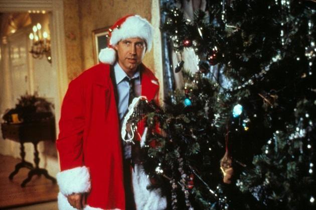 National Lampoon's Christmas Vacation Quelques erreurs se sont glissées dans ce classique des Fêtes, notamment lorsque Clark demande à Rusty de venir l'aider avec les lumières, Rusty laisse tomber un renne en plastique, on voir qu'il a une patte brisée, mais sur un autre plan après, ses pattes sont intactes.