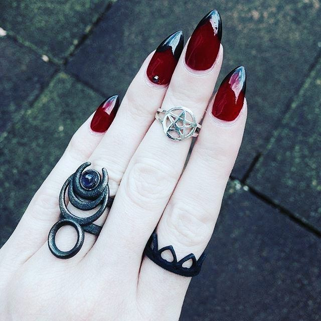 Killer blood red claws to match her 'Chronos' #ring in Slate Steel & 'Queen of Hearts' in black ❤♥ SALE ON// Get yours here : therogueandthewolf.com