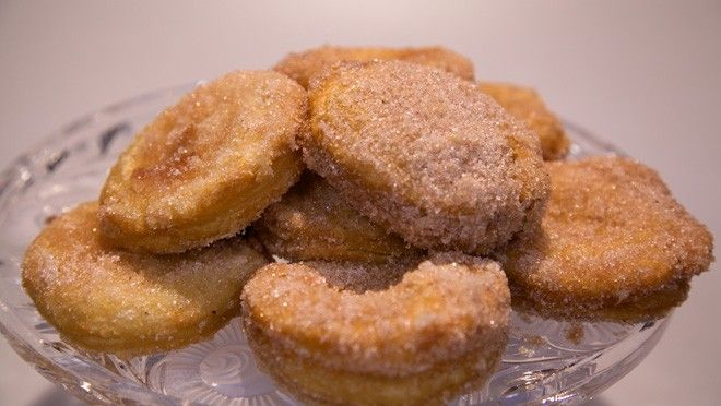 """Dutch New Year's tradition: """" appelbeignets"""" -  Easy to make if you use ready to bake dough. Happy 2014 everybody!!!"""