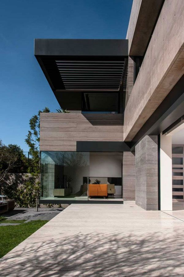 Straight and modern architectural design by Gantous Arquitectos.