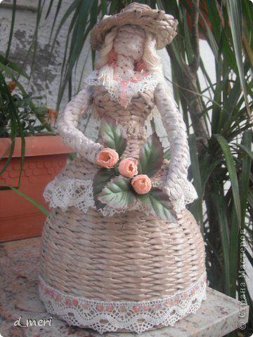 Поделка изделие Плетение моя первая кукла Трубочки бумажные фото 1