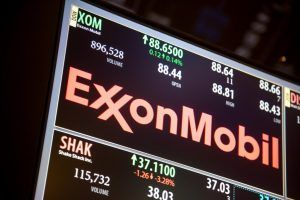 Fall in Exxon stock leads employee to sue over company's 401 (k)