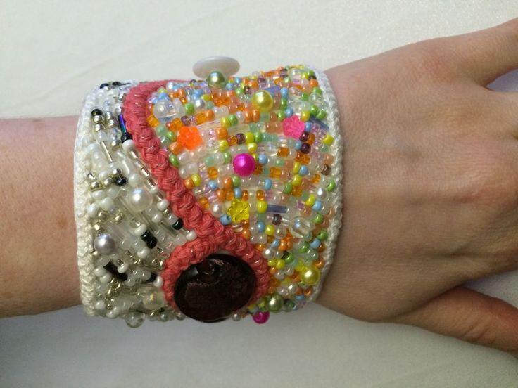 Pärlbroderat armband via KnivnollanDesign. Click on the image to see more!
