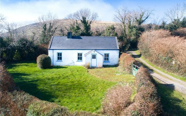 Perfect Sea Views For Sale With 176k Three Bedroom Co Kerry Cottage Ireland Cottage Cottage Design Plans Cottage Design