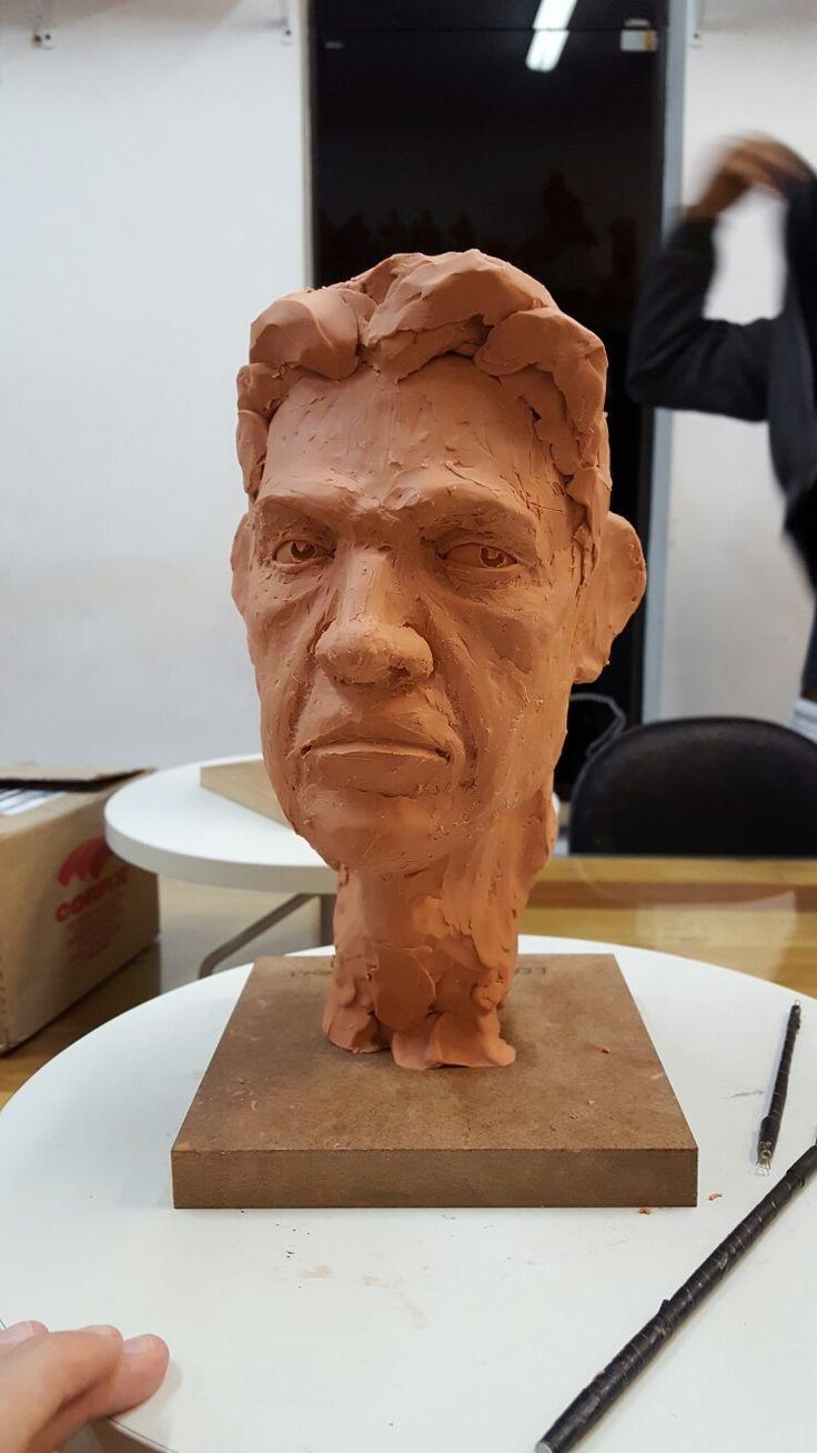 Esculpindo cabeças. #sculpting #sculpture #escultura #plastilina #clay