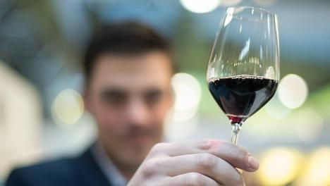 viisi alle kymmenen euron viiniä, joiden voisi luulla maksavan enemmän
