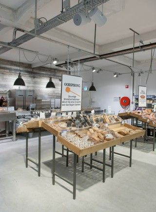Marqt Haarlemmerstraat. Sustainable supermarket: Interior design and project management by Heyligers design+projects. www.h-dp.nl brood afdeling / bread department bakkerij / bakery