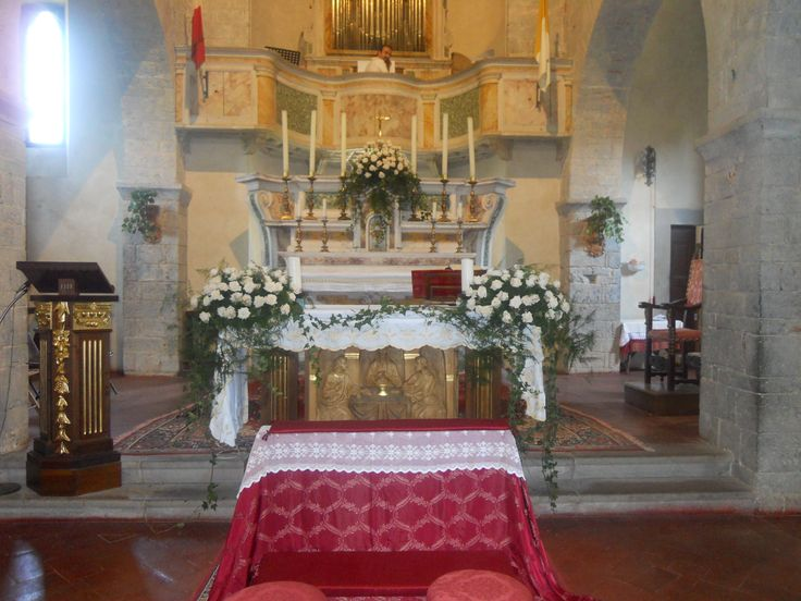 Flower attangments at the altar Spaltenna church Castello di Meleto