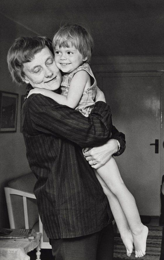 Astrid Lindgren med Skrållan