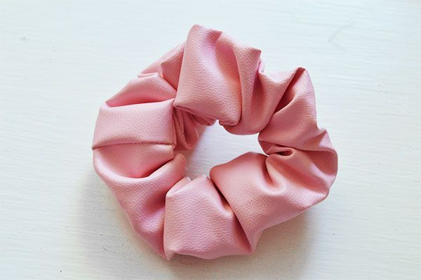DIY Scrunchie Tutorial - make your own 90s hair accessory with this quick and easy tutorial on Oh Hi DIY.com #fashion #scrunchie #hair