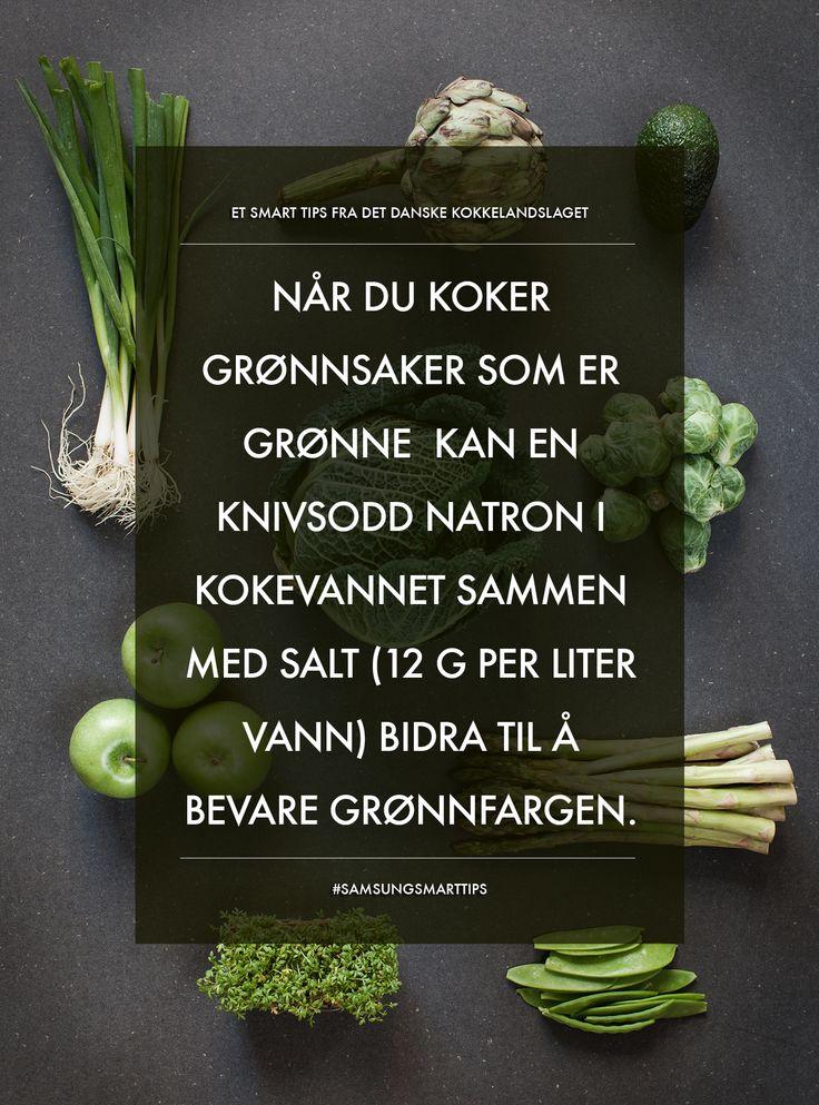 Når du koker grønnsaker som er grønne kan en knivsodd natron i kokevannet sammen med salt (12g per liter vann) bidra till å bevare grønnfargen. #SamsungSmartTips