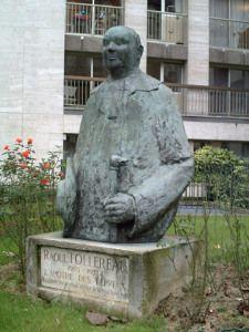Raoul Follereau. Place R. Follereau Paris 10ème
