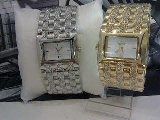 Esprit Diamond Rug Harga : Rp 215.000,- Spesifikasi : Tipe : jam tangan wanita Kualitas : kw super Diameter : 3,5cm Tali : rantai  Pemesanan :  SMS : 081802959999 Pin BB : 270C3124 TERIMA RESELLER