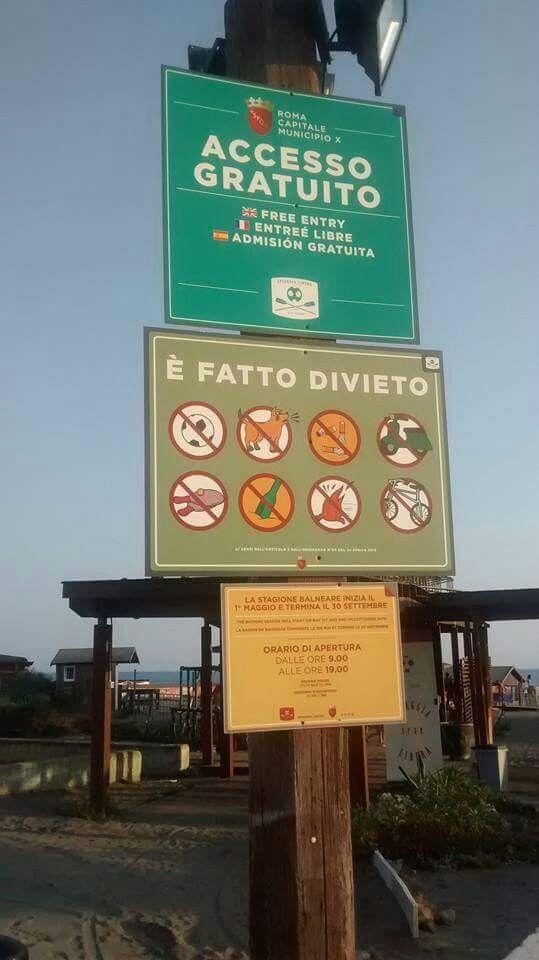 Cartelli all'entrata della spiaggia libera di Ostia (Rm) Attività sui modali, descrizioni, orari, ecc.