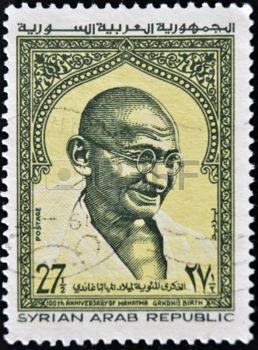 RÉPUBLIQUE ARABE SYRIENNE - CIRCA 1969: Un timbre imprimé en Syrie montre Mahatma Gandhi, vers 1969 photo