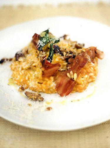 Блюда из риса - осенний ризотто рецепт с тыквой  Блюда из риса - очень популярные в Италии. Ризотто рецепт имеет свои особенности приготовления.   Джейми предлагает приготовить осенний рецепт ризотто - с тыквой, каштанами и беконом.