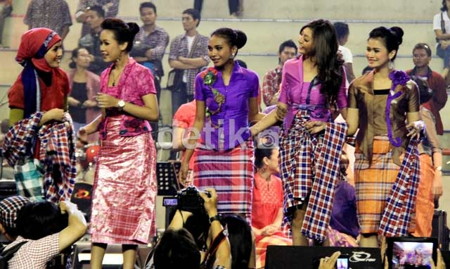 Fesyen Show Kotak-kotak Para Relawan Jokowi