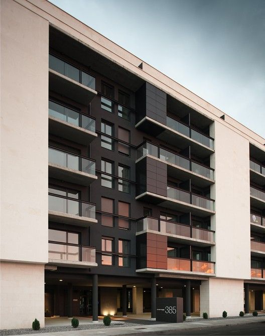 Edificio para 103 viviendas garajes y trasteros VPA,Cortesía de Ballina y Canal