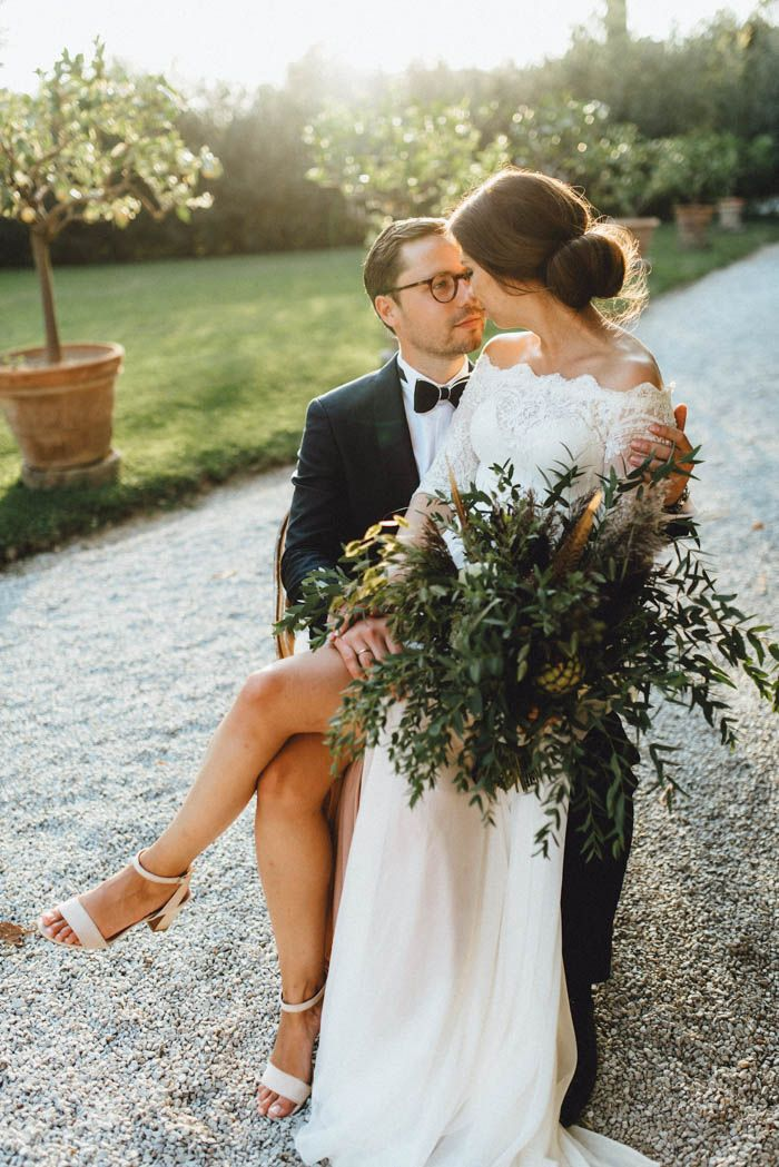 We're totally obsessed with the luxurious yet down-to-Earth dynamic the couple created in their Tuscany wedding | Image by Kreativ Wedding