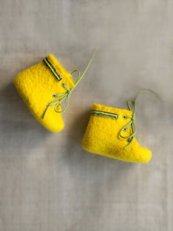 Yellow baby boots Kids shoes Newborn wool booties Baby shower gift Felted eco friendly lemon yellow shoes Baby girl boots Special gift