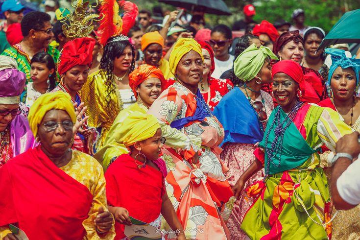 https://flic.kr/p/yQbhUk | Gente con color y calor del Carnaval | A mi paso por los desfiles mas coloridos de la tierra Guayanesa, el Callao, San Felix, la gente con su carisma alegrando cada danza al mejor ritmo del calipso.