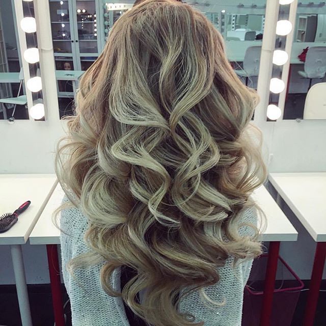 I'm sure all you ladies want to have super wavy, big and extra glossy hairs. To get this look you need to start with a rough blowout. You really don't want a perfect blowout, give yourself a rough dry out and then wrap around a large barrel curling iron and put on some shine serum from the midshaft down.
