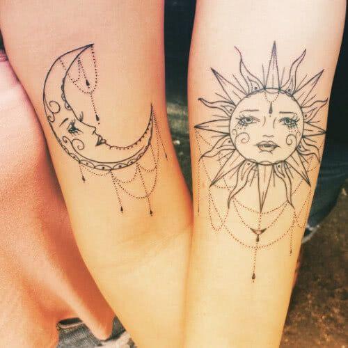 Sehr filigran tätowierte Sonne und Mond in Lineart auf unseren Armen als Symbol unserer Freundschaft XOXO...