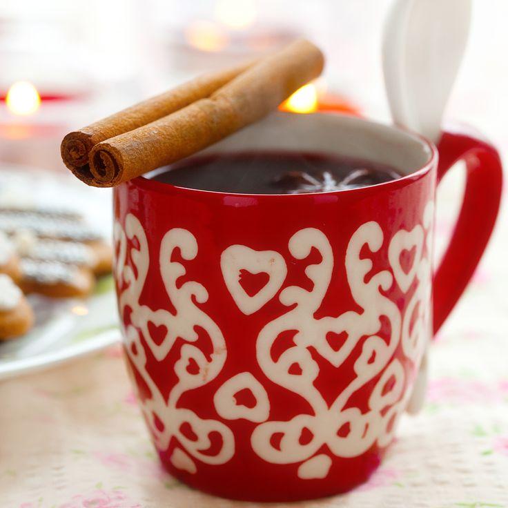 Sukkerfri gløgg. Nyt en av julens koselige tradisjoner uten den store mengden sukker som normalt følger med.
