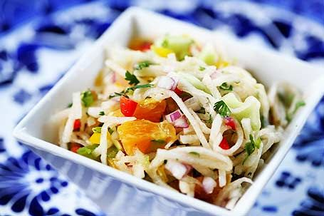Jicama salad with orange, lime juice and cilantro. Refreshing!: Julien Jicama, Salad Recipes, Mexicans Food, Red Onions, Limes Juice, Belle Peppers, Food Dishes, Simply Recipes, Jicama Salad