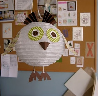 Another owl paper lantern craft. Might have to do this in my daughters room...  Too cute!