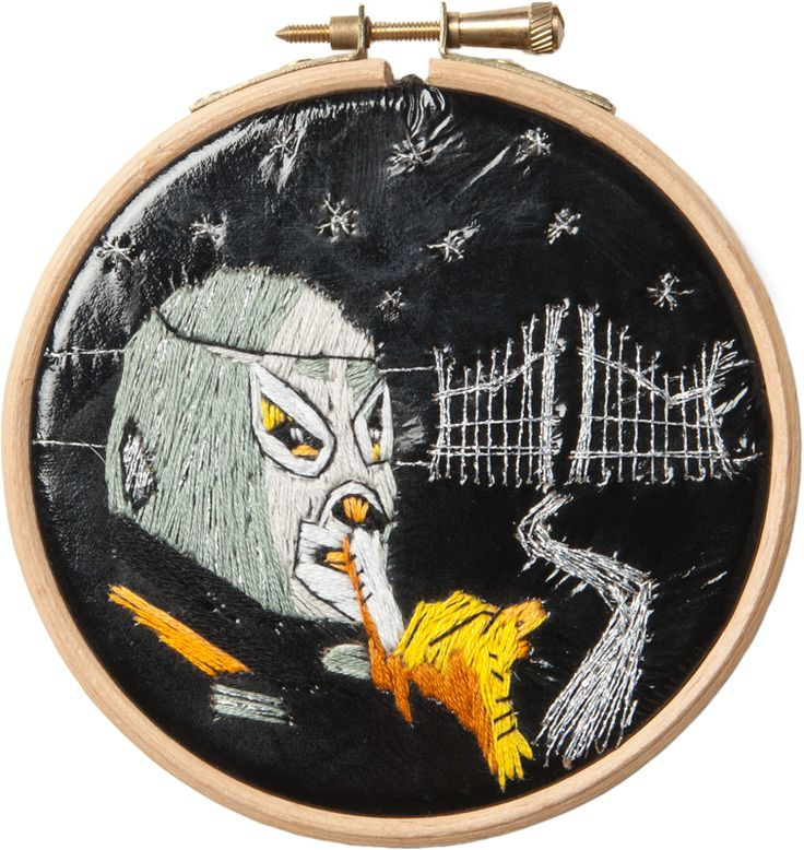 For fans of Mexican culture & masked wrestling!  A portrait of the iconic wrestler EL SANTO by Suvi Aarnio. Embroidery on canvas, ∅ 10,5 cm, 120 €.
