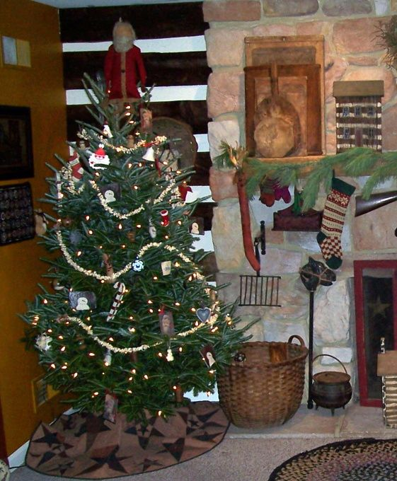 Primitive Christmas Decorating: Pin By Terri Tilley-Corvin On Primitive Christmas Decor