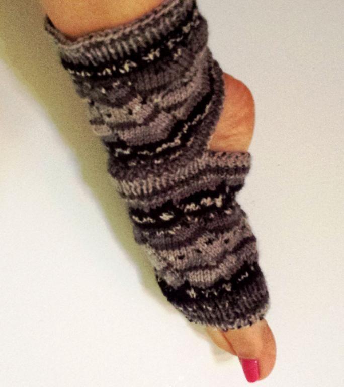 Yoga Time! Socks. Another great gift idea for  Christmas stocking.  Les bas Yoga Time! Un autre idée cadeau  qui se glisse facilement dans les bas de Noël!