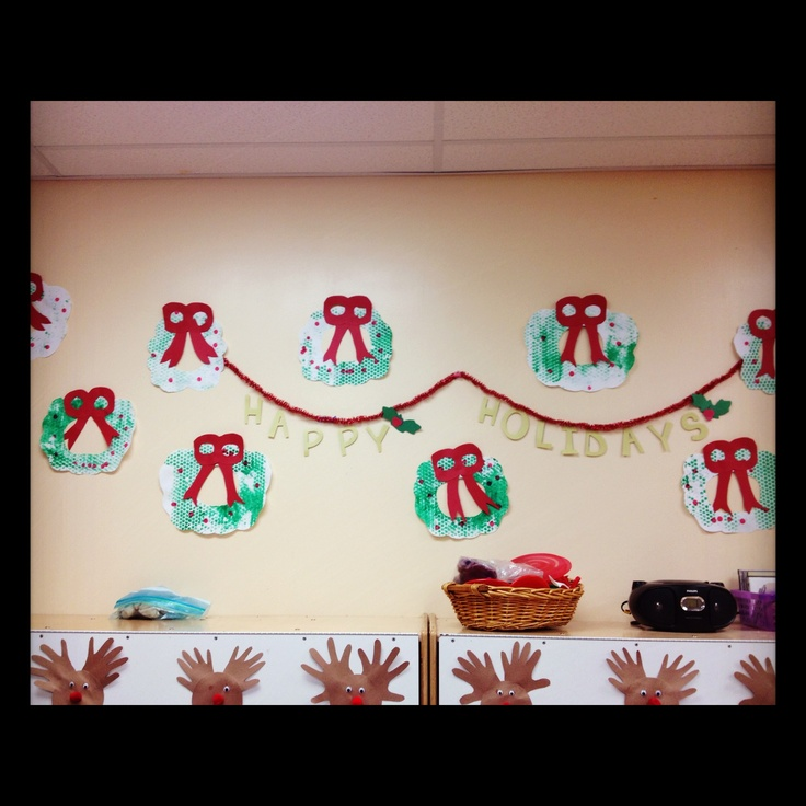 Bubble wrap painted wreaths and reindeer cubby tags