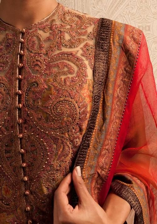 glamorous detailing on the outfit : shades of brown, orange and red