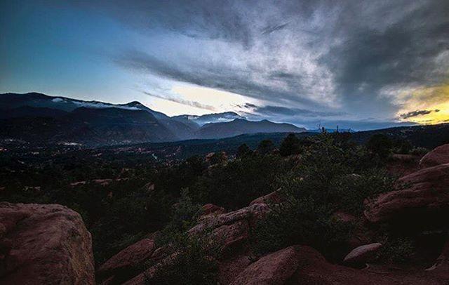 That #september sky! : @t_b0rt #visitpikespeak #coloradosky #sunset #cloudporn #gardenofthegods #skyporn