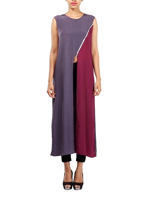 Simplicity and swag - you can achieve both at the same time with this Michelle Salins kurta. The solid kurta features two colour blocked panels and a front slit starting at the waist. A grungy slant zipper detail separates the two panels in the front and gives the outfit an avant garde look. The back of the top is plain with hem extending up to the ankles. This crew neck kurta comes with loop hook at back neck.
