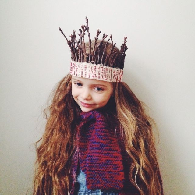"""Stick Crown: I am not sure I quite have the patience for this, but I do love this """"back to nature"""" stick crown. Isn't whimsically wonderful?!"""