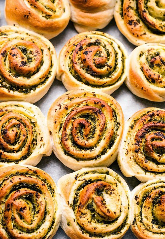 MniuMniu - Kuchnia Wegańska: Wegańskie drożdżówki z zielonym pesto