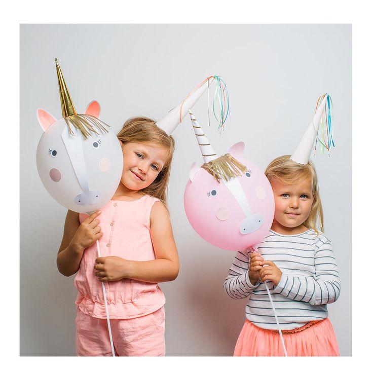 Les enfants peuvent s'amuser à transformer les ballons en licornes ! Une activité féerique pour un anniversaire réussi.