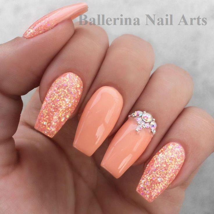 Ballerina-Nägel in Aprikose mit Strass und Glitzer …   – Ballerina Nails