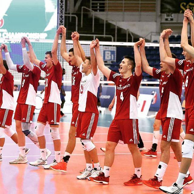 Zadanie wykonane, zagramy o medale #fivbmensu21. Brawo chlopaki  Fot. @fivbvolleyball  #siatkówka #volleyball #siatkarze #u21 #worldchampionship #volleyballplayer #teampoland #nationalteam #reprezentacja #brno #czechrepublic#cuba